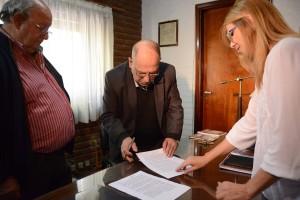Foto MGP - Arroyo Marinier y Capilla firmaron contrato de comodato.
